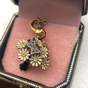 juicy couture Jewelry - Juicy Couture gold flower bouquet charm